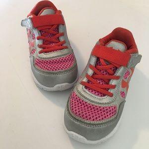 Under Armour No Lace kids Shoes Size 8 EUC